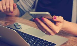 手机线上购物商务创意摄影高清图片
