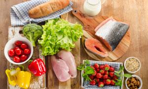 案板上的蔬菜食材特写摄影高清图片
