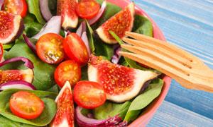 无花果与番茄水果蔬菜沙拉高清图片