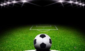 灯光聚焦下的球场足球创意高清图片