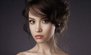 黑色一字肩打扮的美女摄影高清图片