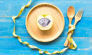 木盘中切开的苹果创意摄影高清图片
