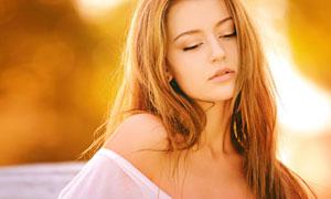 梦幻光效衬托下的长发美女高清图片