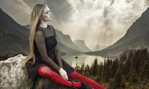 湖边石头上的长发美女摄影高清图片