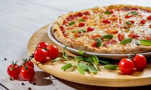 披萨饼与精致的小番茄摄影高清图片