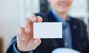 在职场人物手中的卡片特写高清图片