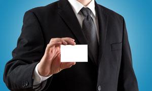黑色西装人物手中卡片特写高清图片