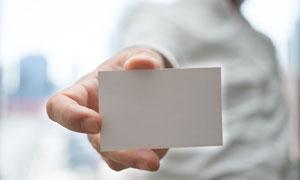 手中白色卡片特写微距摄影高清图片