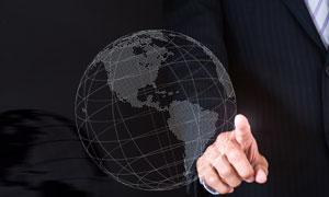 商务职场人物手势与地球仪创意图片