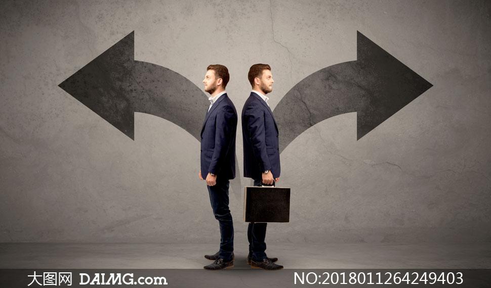 商务人物与左右方向的箭头创意图片