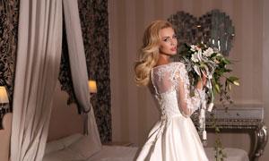 穿白色婚纱的金发新娘摄影高清图片