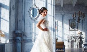 白色拖尾婚纱美女人物摄影高清图片