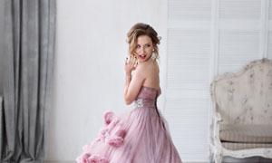 粉红色的婚纱新娘美女摄影高清图片