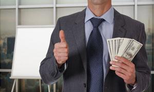 手拿着现金点赞的职场人物高清图片