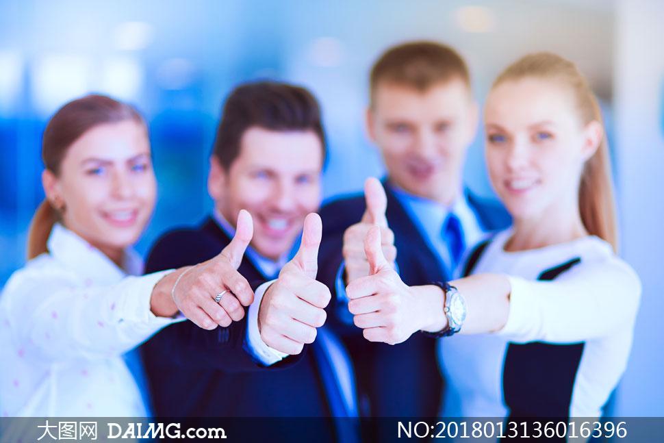 高清图片 职场人物 > 素材信息          在一起加油上劲的职场团队