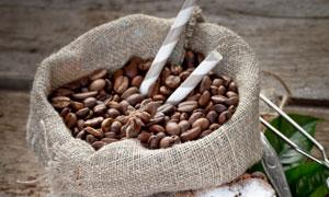 八角饼干与咖啡豆特写摄影高清图片