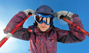 装备穿戴好的滑雪人物摄影高清图片