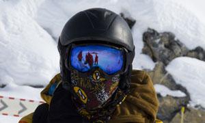冬日滑雪人物近景特写摄影高清图片