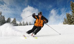 蓝天白云滑雪运动人物摄影高清图片