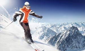 滑雪人物与连绵的雪山摄影高清图片