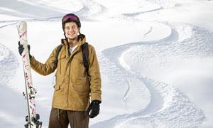 站在雪地上的滑雪人物摄影高清图片