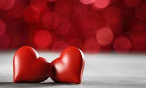 梦幻光斑与红色的心形物品高清图片