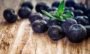 带水珠的蓝莓近景微距摄影高清图片