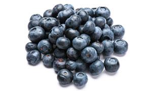堆在一小堆的蓝莓特写摄影高清图片