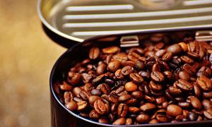 在容器里的严选咖啡豆摄影高清图片