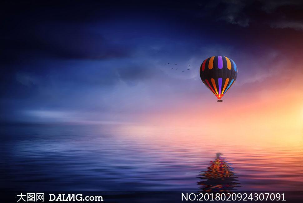 升腾在海面上的热气球摄影高清图片