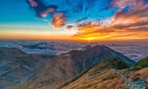 山峦云海与天边的霞光摄影高清图片