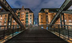 砖墙建筑物与城市天桥摄影高清图片