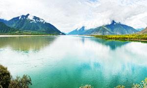 高原山间美丽湖泊美景摄影图片