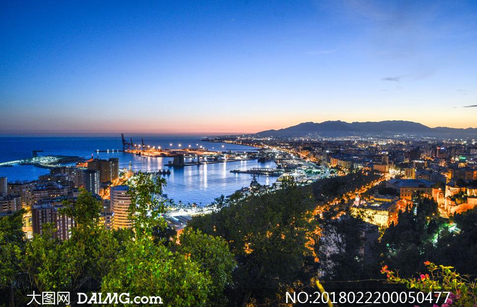 海边城市美丽夜景摄影图片