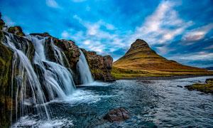 山脚美丽的小溪瀑布摄影图片
