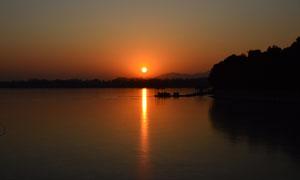 昆明湖夕陽美景攝影圖片