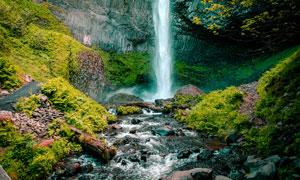 壮观的小溪瀑布摄影图片