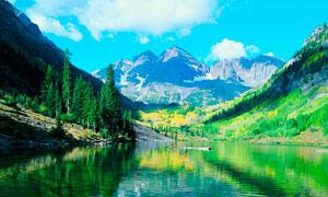山间美丽的湖泊和树木摄影美高梅