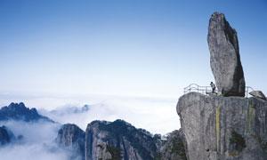 蓝天下的山顶怪石摄影图片