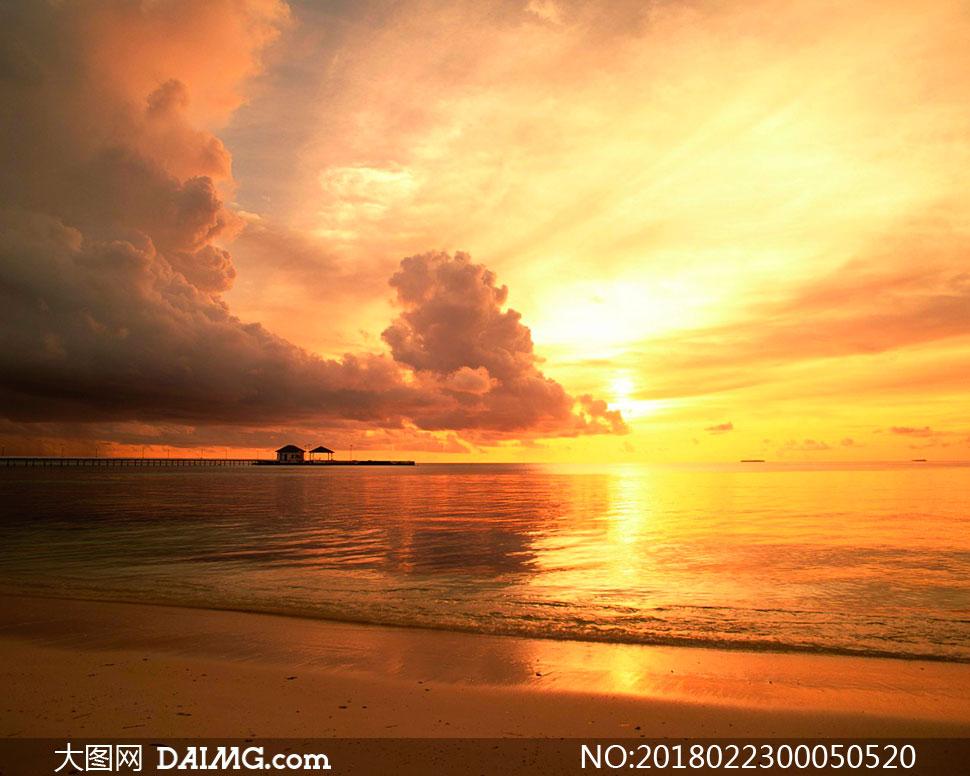 海边沙滩夕阳美景高清摄影图片
