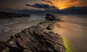 突出海面上的礁石风光摄影高清图片