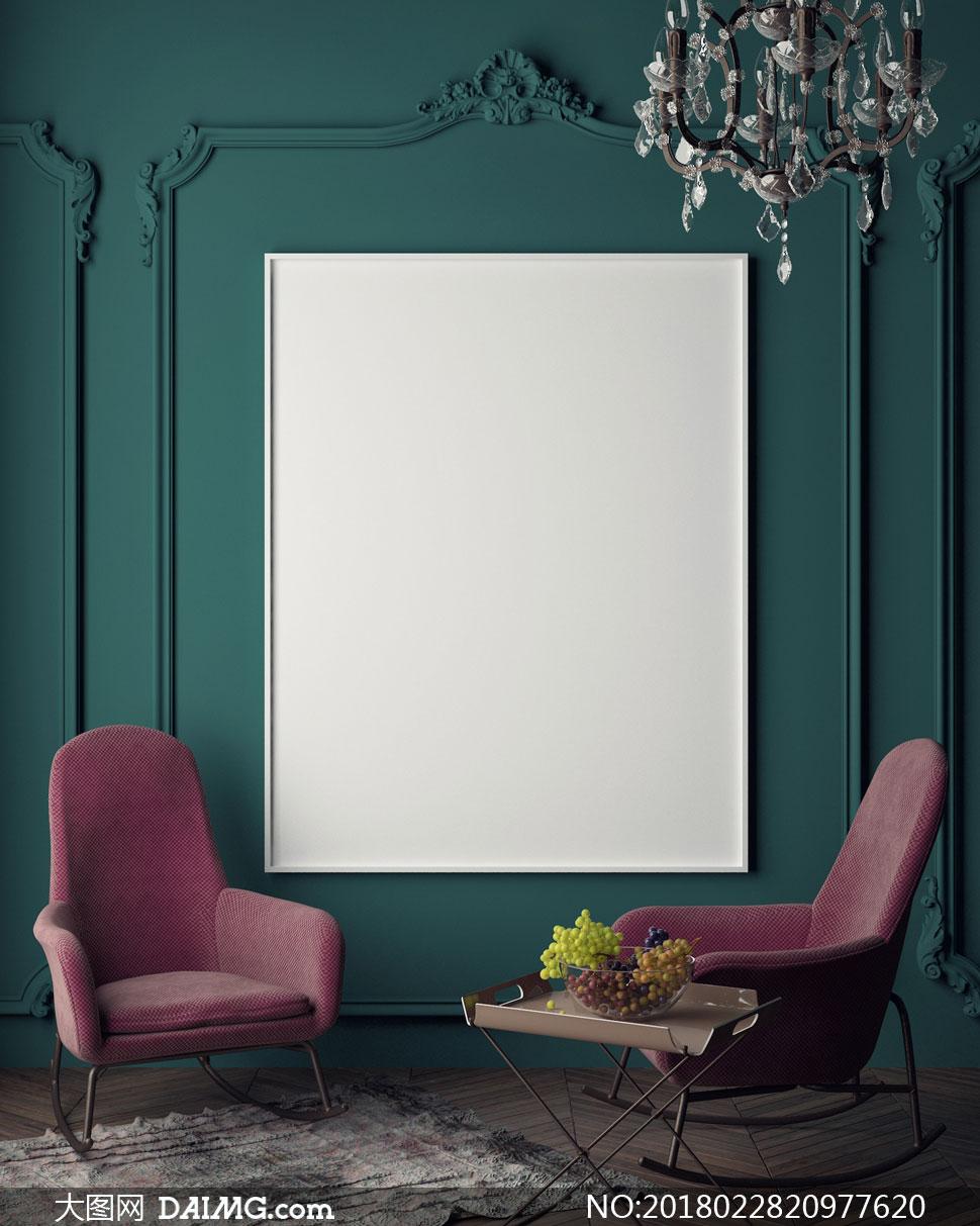 沙发与欧式墙壁上的装饰画高清图片