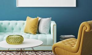 房间沙发抱枕与空白装饰画高清图片