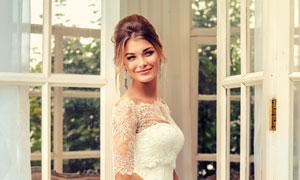 双手拿着花的幸福新娘摄影高清图片