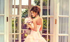 拍摄婚纱照的幸福新娘摄影高清图片