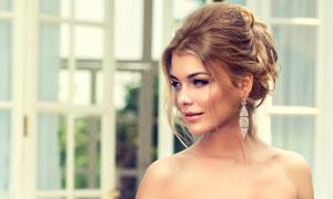 露肩抹胸装扮新娘美女摄影高清图片