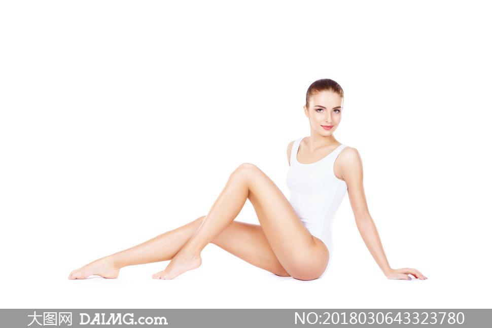 坐姿屈膝红唇美女人物摄影高清图片