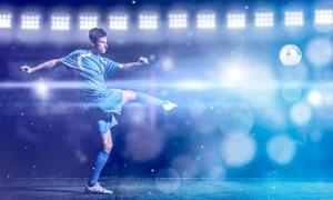 在大力抽射的男子球员创意摄影图片