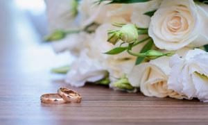 戒指与玫瑰花近景特写摄影高清图片