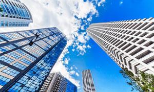 蓝天白云城市高楼大厦摄影高清图片